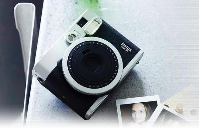 A Instax Mini 90 tem visual retrô inspirada nas câmeras de filme dos anos 70 (Foto: Divulgação) (Foto: A Instax Mini 90 tem visual retrô inspirada nas câmeras de filme dos anos 70 (Foto: Divulgação))