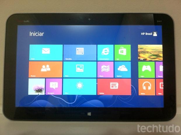 Modo tablet tem boa resposta da tela de 11,6 polegadas (Foto: TechTudo/Ana Paula Guedes)