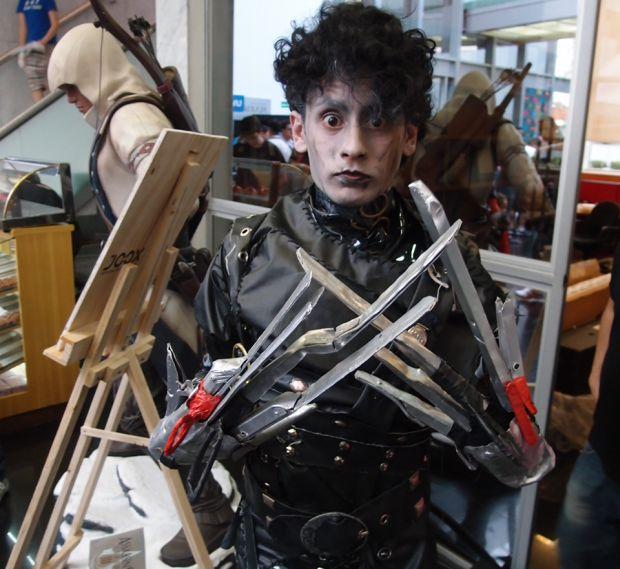 Renato foi até a Batalha dos Games com a fantasia de Edward Mãos de Tesoura (Foto: Pedro Zambarda/TechTudo)