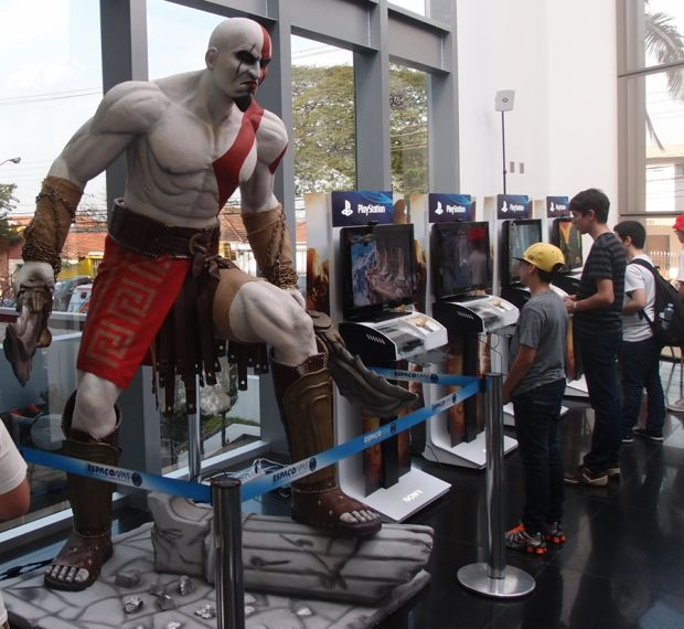 Estátua do protagonista Kratos promove God Of War no evento (Foto: Pedro Zambarda/TechTudo) (Foto: Estátua do protagonista Kratos promove God Of War no evento (Foto: Pedro Zambarda/TechTudo))