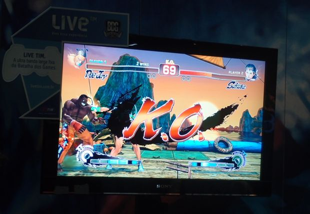 Chu chu controlou a personagem Sakura em Street Fighter IV e venceu o combate (Foto: Pedro Zambarda/TechTudo)