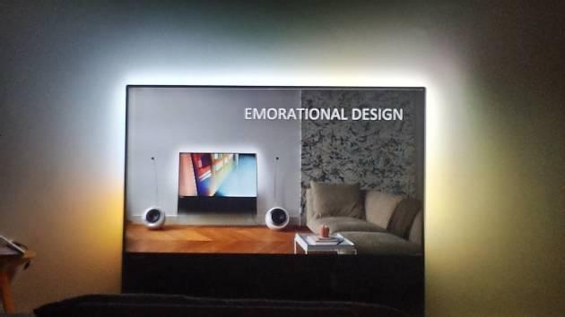 """Philips DesignLine é uma grande """"folha de vidro"""" que sustenta tela de LCD de 55 polegadas (Foto: Divulgação)"""