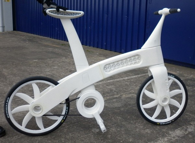 Bicicleta é feita de nylon endurecido e é tão resistente quanto metal (Foto: Reprodução / Policymic)