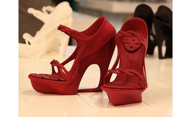 Já há modelos de sapatos feitos inteiramente em impressoras 3D (Foto: Reprodução / Hongkiat)
