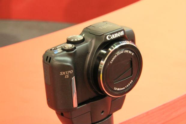 Canon SX170 IS, cujo principal avanço é a incorporação de baterias a lítio (Foto: TechTudo/Renato Bazan)