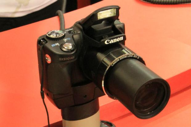 Com antena Wi-Fi, a Canon SX510 HS dispensa outros equipamentos para transferir e publicar suas fotos (Foto: TechTudo/Renato Bazan)