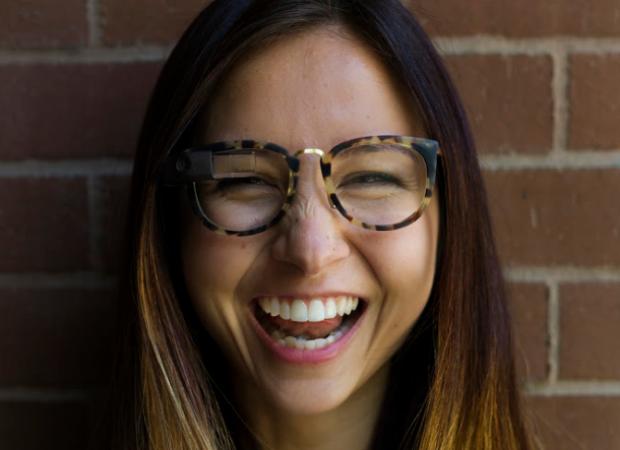 Google Glass terá novo design adaptável a qualquer óculos (Foto: Divulgação/Isabelle Olsson)