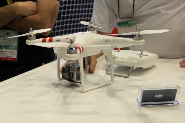 O drone Phantom, da DJI, tem custo acessível e é excelente para treinos de vôo (Foto: TechTudo/Renato Bazan)