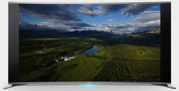 TV da Sony é o primeiro modelo curvado do mundo (foto: Divulgação)