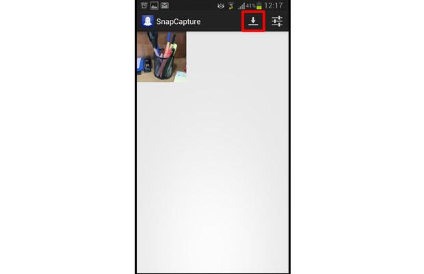 """Enquanto o app para iOS baixa as fotos automaticamente, o """"SnapCapture for Snapchat"""" realizará o download após o usuário pressionar o botão indicado (Foto: Reprodução/Daniel Ribeiro)"""