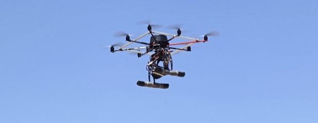 Internauta flagrou drone levando produtos e postou em rede social (Foto: Reprodução/The Next Web)