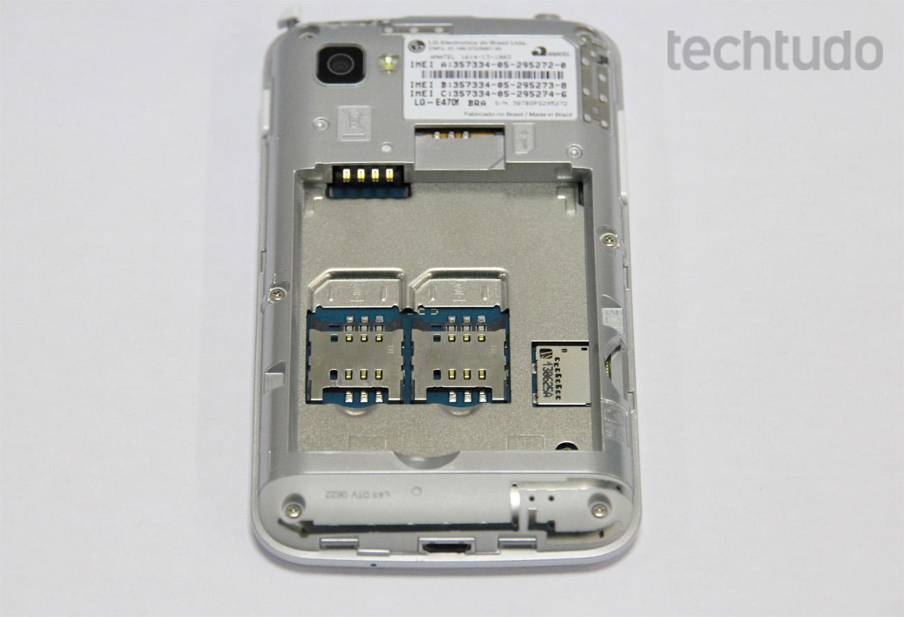 LG Optimus L4 2 tem a vantagem de oferecer versão dual e tri-chip (Foto: Isadora Díaz/TechTudo)