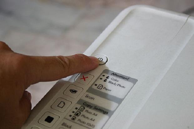 Nunca desligue sua impressora no meio da operação (Fonte: Reprodução / Wikihow)