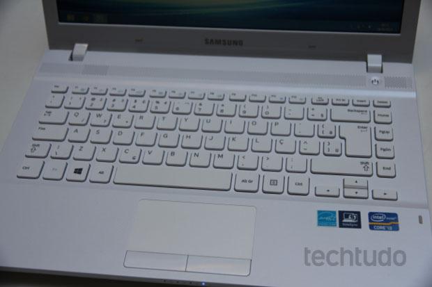 Teclado é bom, mas o touchpad escorrega nos comandos básicos (Foto: TechTudo/Rodrigo Bastos)
