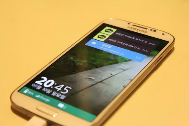 Suposta tela de bloqueio do Tizen, no Galaxy S4, exibe notificações de sistema (Foto: Reprodução/Tizen Indonesia)