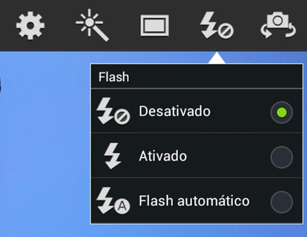 Ativando o flash (Foto: João Paulo Carrara)