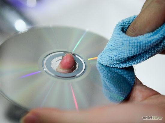 Limpando o DVD (Foto: Reprodução/Wikihow)
