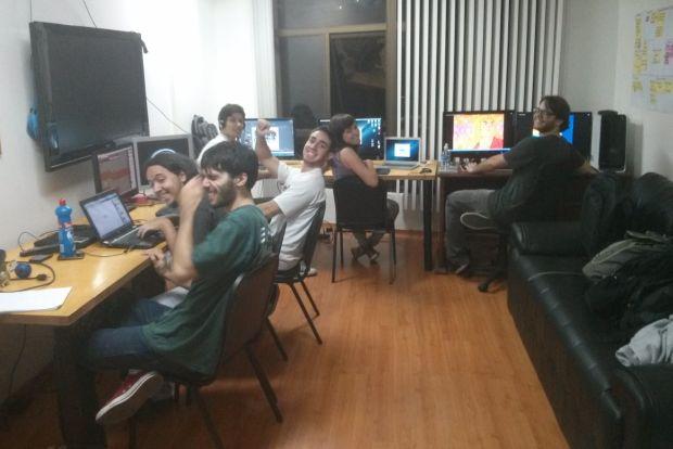 Time de seis integrantes da BitCake Studio (Foto: Divulgação)