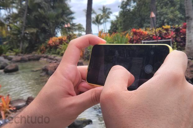 """Qualidade geral do iPhone 5C é """"premium"""", apesar de ter sido tratado como """"econômica"""" nos rumores (Foto: Isadora Díaz / TechTudo)"""