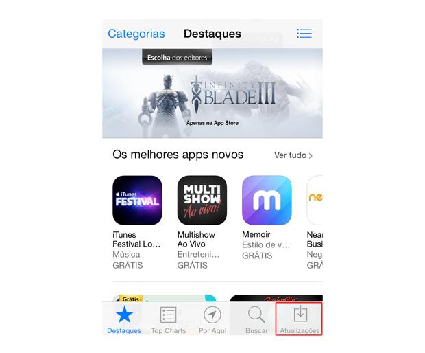 Acessando as atualizações da Apple Store do iOS 7 (Foto: Reprodução/Marvin Costa)