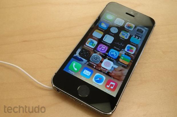 iPhone 5S: maiores mudanças do novo top de linha da Apple são internas (Foto: Isadora Díaz / TechTudo)