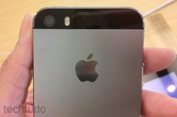 Câmera do iPhone 5S: muito melhor, faz até vídeos em câmera lenta (Foto: Isadora Díaz / TechTudo)