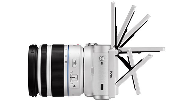 Câmera da Samsung tem display que gira 180 graus (Foto: Divulgação)