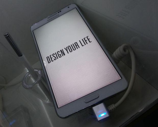 Assim como todos os phablets, o Note 3 foi pensado para quem tem mãos grandes ou é fã da stylus (Foto: Pedro Zambarda/TechTudo)