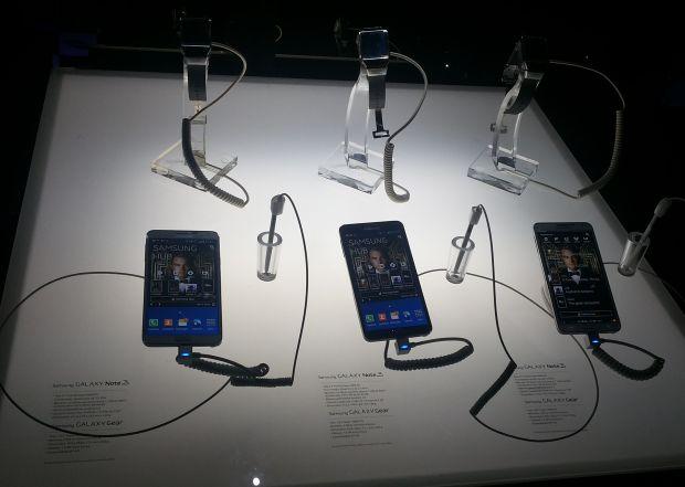 Galaxy Note 3 e Galaxy Gear custam, juntos, R$ 4,2 mil (Foto: Pedro Zambarda/TechTudo)