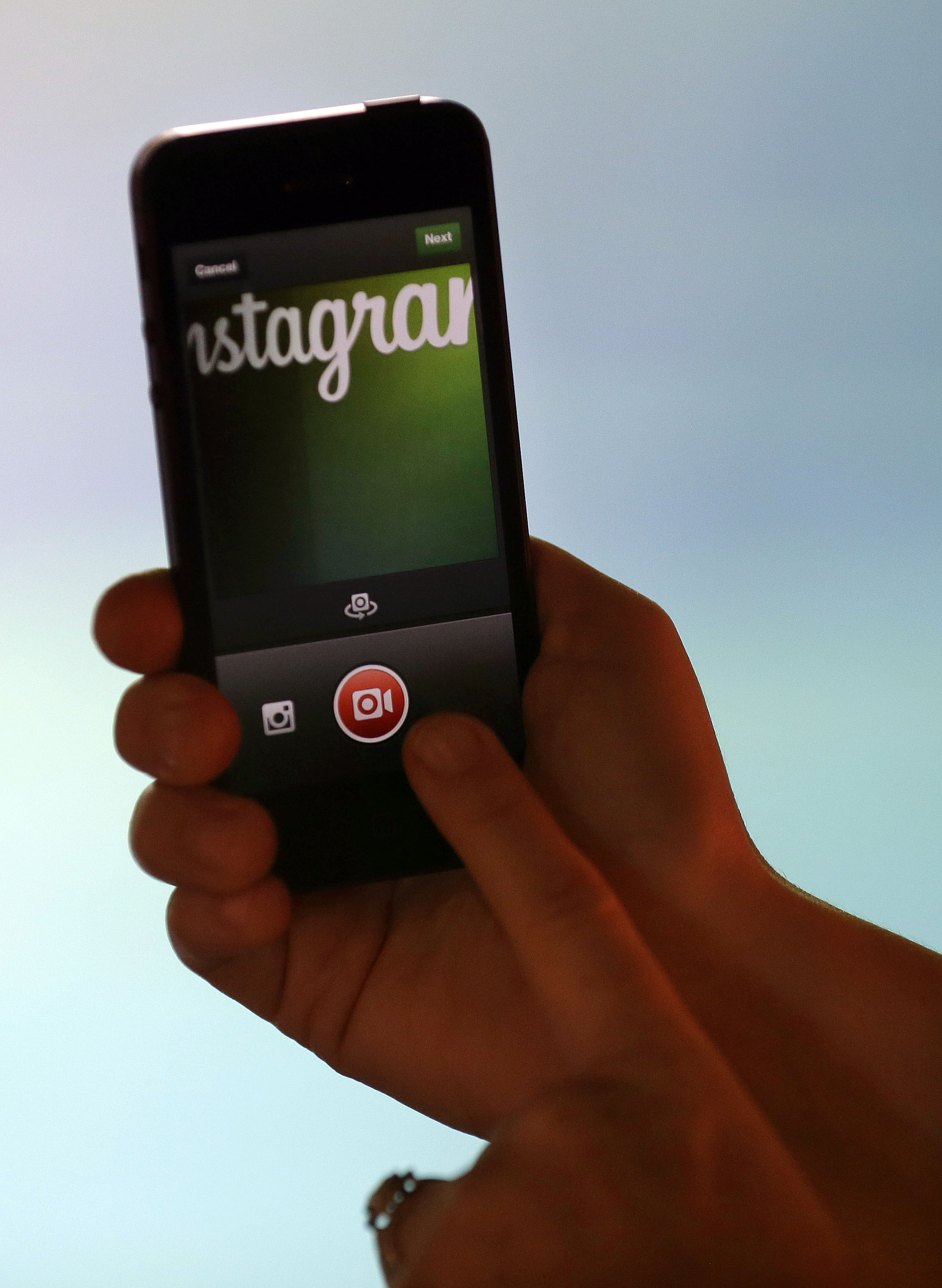Instagram grava e exibe vídeos no seu feed de fotos (Foto: AP)