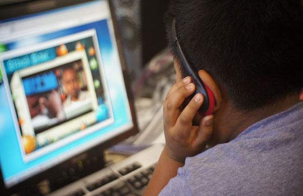 """A orientação de """"Não falar com estranhos"""" também serve para a internet (Foto: Connect Safely)"""