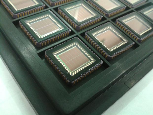 Chips com células solares diretamente acopladas. (Foto: Divulgação)