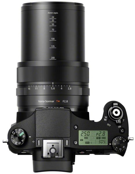 No corpo da lente é possível ajustar zoom, foco e abertura diafragmática, que vai até admiráveis f/2.8 (Foto