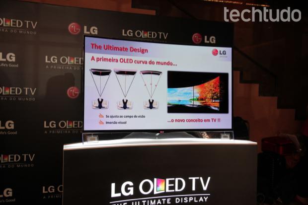 TV OLED curvada da LG (Foto: Rodrigo Bastos/TechTudo)