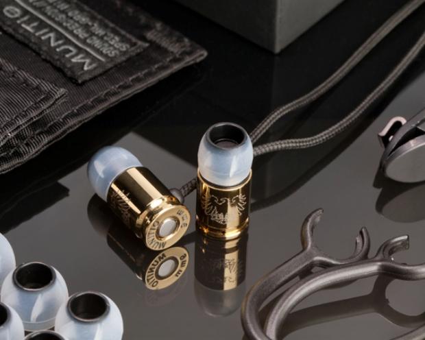 Fone de ouvido em formato de bala tem materiais de alta resistência e é banhado a ouro (Foto: Reprodução/Munitio)