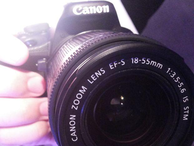 Apesar de robusta, a SL1 tem menos funcionalidades do que outras câmeras da Canon (Foto: Pedro Zambarda/TechTudo)
