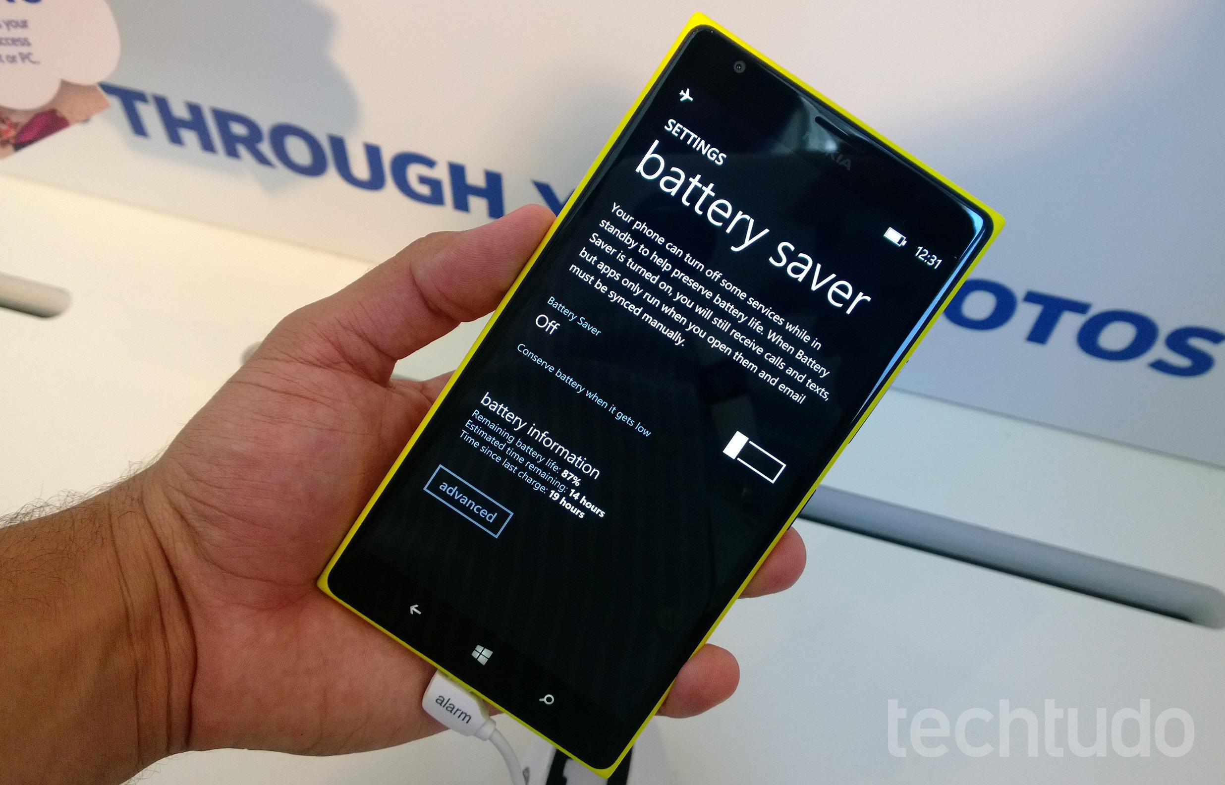 Duração da bateria do Nokia 1520 promete ser surpreendente (Foto: Allan Melo/TechTudo)