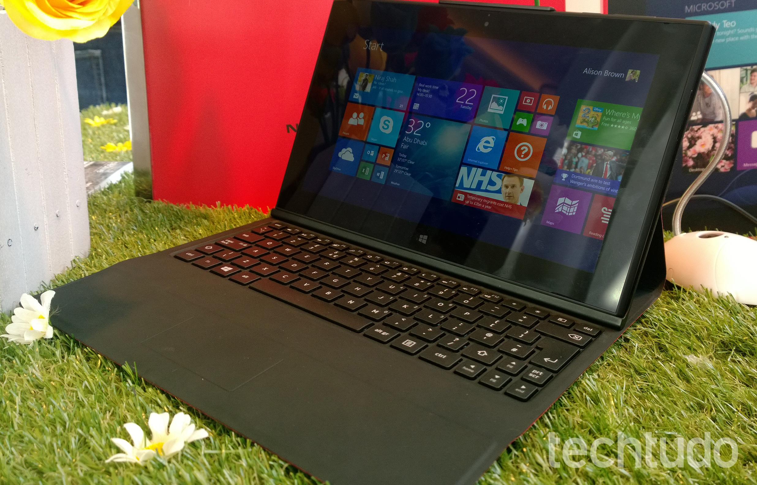 Lumia 2520 com teclado acoplado (Foto: Allan Melo/TechTudo)