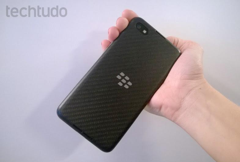Traseira do BlackBerry Z30 (Foto: Elson de Souza/TechTudo)