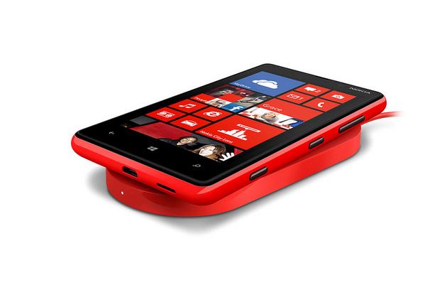 Nokia foi uma das primeiras fabricantes a equiparem seus smartphones com carregamento sem fio (Foto: Reprodução/Phonearena)