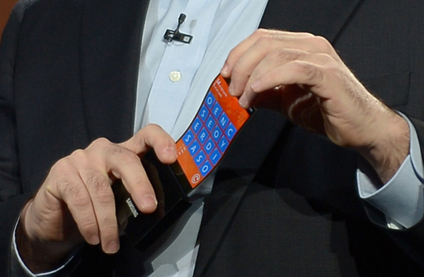 Samsung pretende lançar dispositivos com telas dobráveis em 2016 (Foto: AFP)