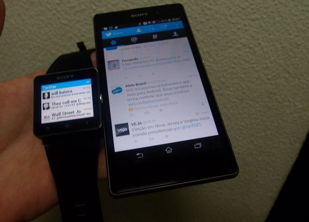 A integração do relógio da Sony com o smartphone Z1 é fundamental (Foto: Pedro Zambarda/TechTudo)