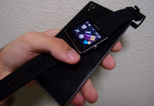 SmartWatch sincronizado com o smartphone Z1 (Foto: Pedro Zambarda/TechTudo)