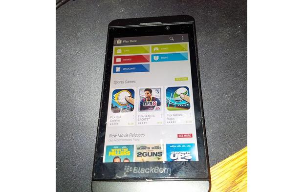 Imagens vazadas mostram top da Blackberry rodando loja de aplicativos do Android (Foto: Reprodução/Phone Arena)