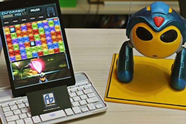 Robô de Chromabot, que destrói os blocos coloridos do game (Foto: Arquivo Pessoal)