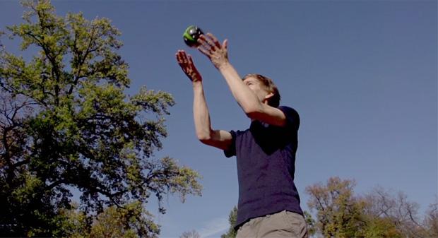Para usar a Panono, basta jogar a bola para cima e ver o resultado (Foto: Divulgação)