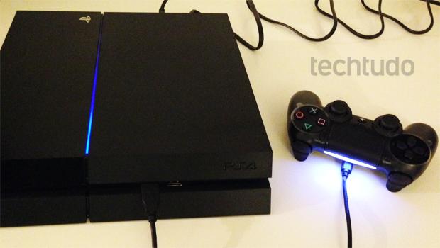 Luzes LED chamam atenção no PlayStation 4 (Foto: Thiago Barros / TechTudo)