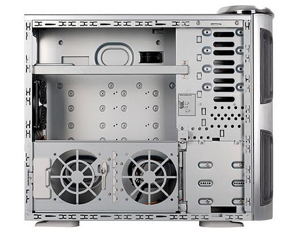 A escolha do gabinete é um dos itens fundamentais na montagem da máquina. É preciso levar em consideração o tamanho para que o ar circule e cabos não fiquem  emaranhados (Foto: Reprodução/SilverStone)
