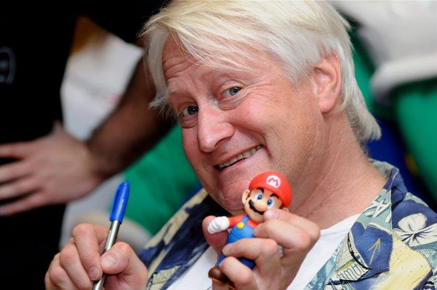 Charles Martinet vai dar autógrafos e tirar fotos com os fãs (Foto: Nintendo Warpzone)