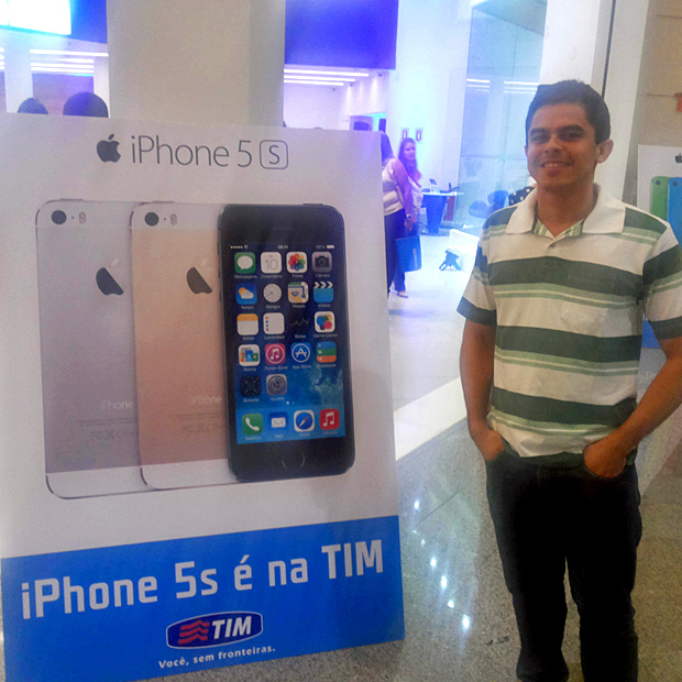 O garçon Lucas Amaral foi primeiro brasileiro comprar o iPhone 5S em SP (Foto: Pedro Zambarda / TechTudo)